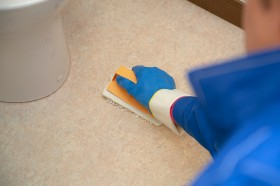 床を洗浄して作業完了